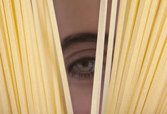 przyglądający spaghetti Obraz Royalty Free