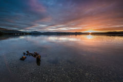 Przyglądający up Loch Lomond przy świtem Zdjęcie Royalty Free
