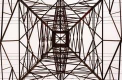 Przyglądający up wnętrze wielka elektryczna wierza rama Zdjęcia Stock
