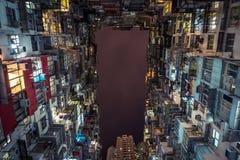 Przyglądający w górę budynków mieszkaniowych przy fotografia royalty free