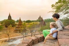 Przyglądający zmierzch od pagody zdjęcia stock