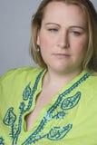przyglądająca z nadwagą smutna kobieta Fotografia Stock