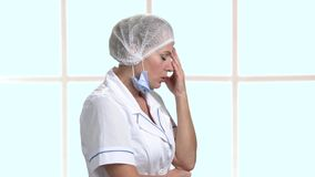 Przygnębiona kobiety lekarka, boczny widok zbiory