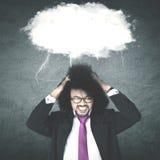 Przygnębiony męski przedsiębiorca z puste miejsce chmurą Obrazy Stock