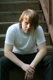 Przygnębiony nastoletni chłopak Na krokach Zdjęcia Stock