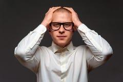 Przygn?biony biznesmen w formalnym odziewa fotografia royalty free
