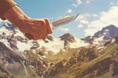 Przygody pustkowia natury mężczyzna z nożem Fotografia Stock