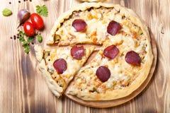 Przygotowana pizza z wytopionym serem Obraz Royalty Free