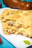 Przygotowana pizza z wytopionym serem Selekcyjna ostrość stonowany Obraz Stock