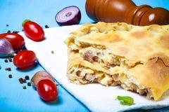Przygotowana pizza z wytopionym serem Selekcyjna ostrość stonowany Zdjęcie Stock
