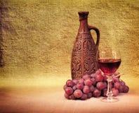 przygotowania artystyczny butelek winogron wino Obrazy Royalty Free