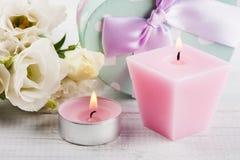 Przygotowania biały eustoma kwitnie, prezentów pudełka Obraz Royalty Free