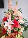 przygotowania bukieta centerpiece kolorowy kwiat zdjęcia stock