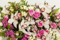 Przygotowania kwiaty od róż, orchidei i tulipanów, Fotografia Stock