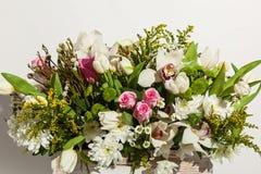 Przygotowania kwiaty od róż, orchidei i tulipanów, Zdjęcia Stock