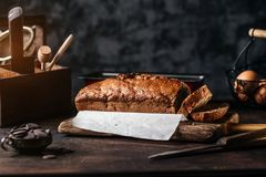 Przygotowania pokrojony chlebowy bochenek obraz stock