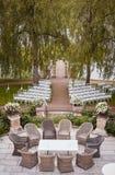 Przygotowanie dla ślubnej ceremonii plenerowego pobliskiego jeziora Obraz Royalty Free