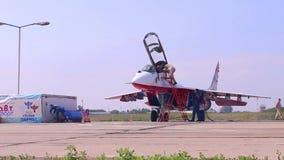 Przygotowanie dla start wojownika na airshow zbiory wideo