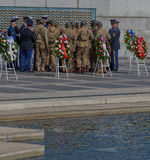 Przygotowanie dla V-E dnia świętowania przy druga wojna światowa pomnikiem zdjęcie stock