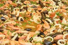 Przygotowanie gigantyczny paella z owoce morza 057 Obrazy Royalty Free