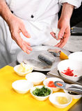 przygotowanie kucharza ryb Obraz Royalty Free