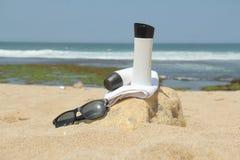 Przygotowanie sunbathing na plaży Obrazy Royalty Free