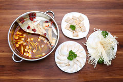 Przygotowany gorący garnek pieczarka z kopia stylem na stole zdjęcie royalty free