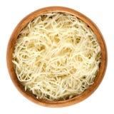 Przygotowany horseradish w drewnianym pucharze nad bielem Zdjęcie Stock