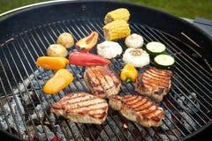 Przygotowany mięso na grillu obraz royalty free