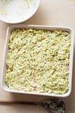 Przygotowany uncooked courgette piec z bekonem i serem Zdjęcie Royalty Free