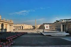 Przygotowywać dla mowy Pope w kwadracie przy St Peter bazyliką Zdjęcie Royalty Free