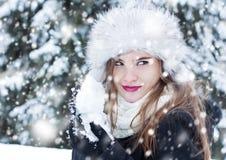 Przygotowywać dla snowball walki Fotografia Royalty Free