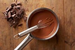 Przygotowywać gorącą czekoladę w garnku Zdjęcia Stock