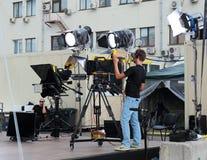 Przygotowywać transmisja dla strzelać koncert na telewizji na miasto ulicie obraz stock