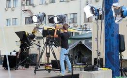 Przygotowywać transmisja dla strzelać koncert na telewizji na miasto ulicie zdjęcia stock