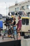 Przygotowywać transmisja dla strzelać koncert na telewizji na miasto ulicie obraz royalty free