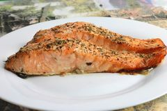 Przygotowywa jeść łososia przepasuje obraz royalty free