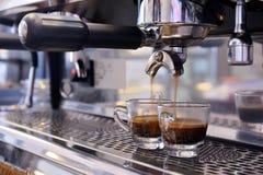 Przygotowywa kawę espresso Obraz Royalty Free