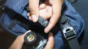 Przygotowywa kompas Przygotowywa reflektor Przed zmrokiem Jeżeli Ty Dostajesz Przegranym, Fotografia Royalty Free