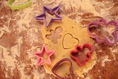 Przygotowywa smakowitych ciastka zarygluj składu pojęcia rodziny orzechy zdjęcie stock