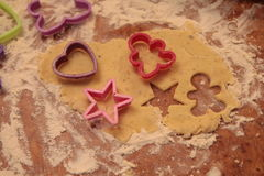 Przygotowywa smakowitych ciastka zarygluj składu pojęcia rodziny orzechy obraz royalty free