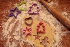 Przygotowywa smakowitych ciastka zarygluj składu pojęcia rodziny orzechy fotografia royalty free