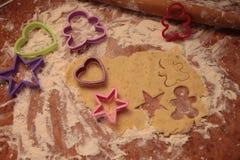 Przygotowywa smakowitych ciastka zarygluj składu pojęcia rodziny orzechy obrazy royalty free