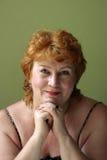 Przygotowywająca i rozochocona kobieta w średnim wieku Zdjęcie Royalty Free