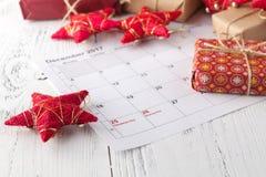 Przygotowywający nadchodzący boże narodzenia Kalendarz z ocenioną datą święto bożęgo narodzenia Zdjęcie Royalty Free