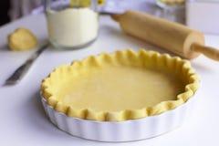 przygotowywający ciasto kulebiak Zdjęcia Royalty Free