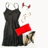 Przyjęcie gwiazdkowe strój Koktajl sukni strój, noc out patrzeje na białym tle Mała czerni suknia, czerwony wieczór sprzęgło, cza obrazy royalty free