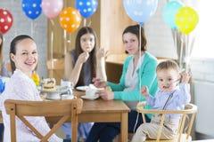 Przyjęcie urodzinowe dla małej chłopiec Obrazy Royalty Free