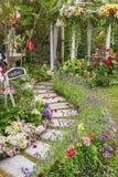 Przyjęcie weselne w pięknym zieleń ogródzie Obraz Royalty Free