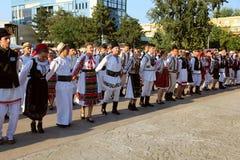 Przyjaźń taniec przy Międzynarodowym folkloru festiwalem dla dzieci i młodości - Złota ryba Zdjęcie Royalty Free